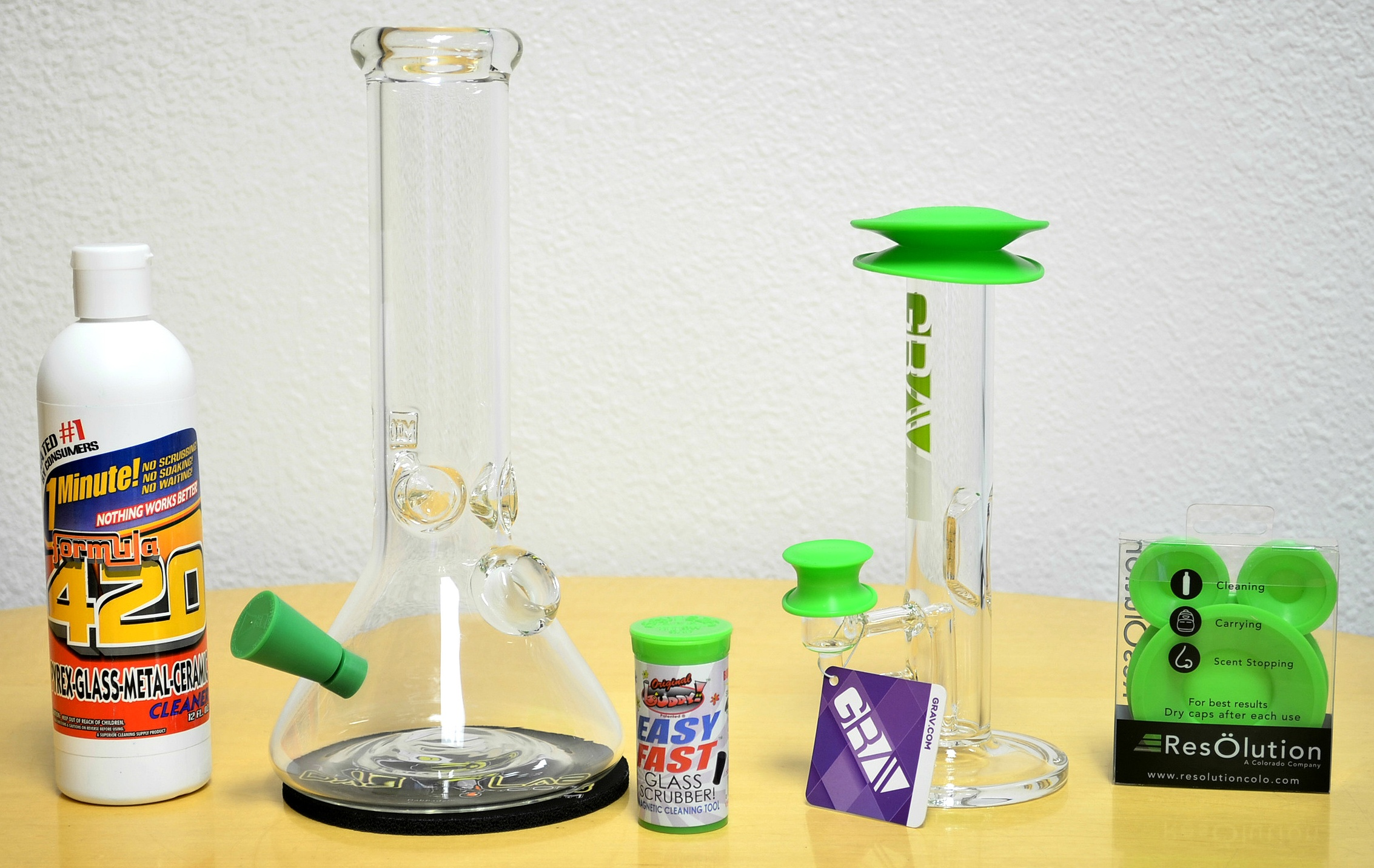 How to Clean a Glass Bong or Water Pipe in 5 Easy Steps - The Dab Lab